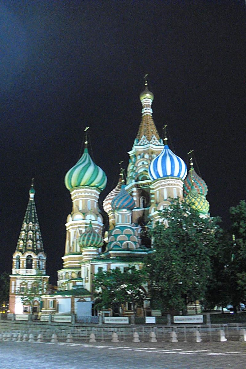Basiliuskirche bei Nacht